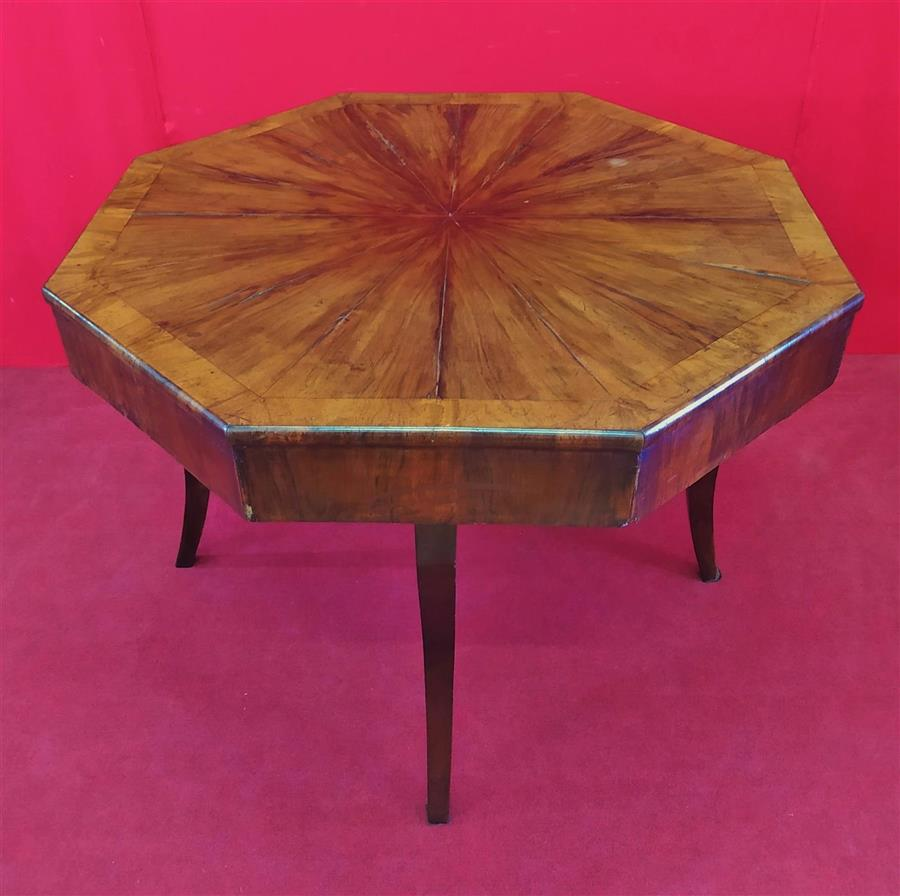 Octagonal table with saber legs